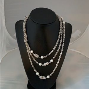 Beautiful Sarah Coventry necklace
